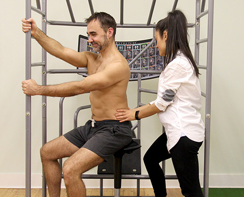 Osteopath Camberwell treats back pain using Progressive Osteopathy
